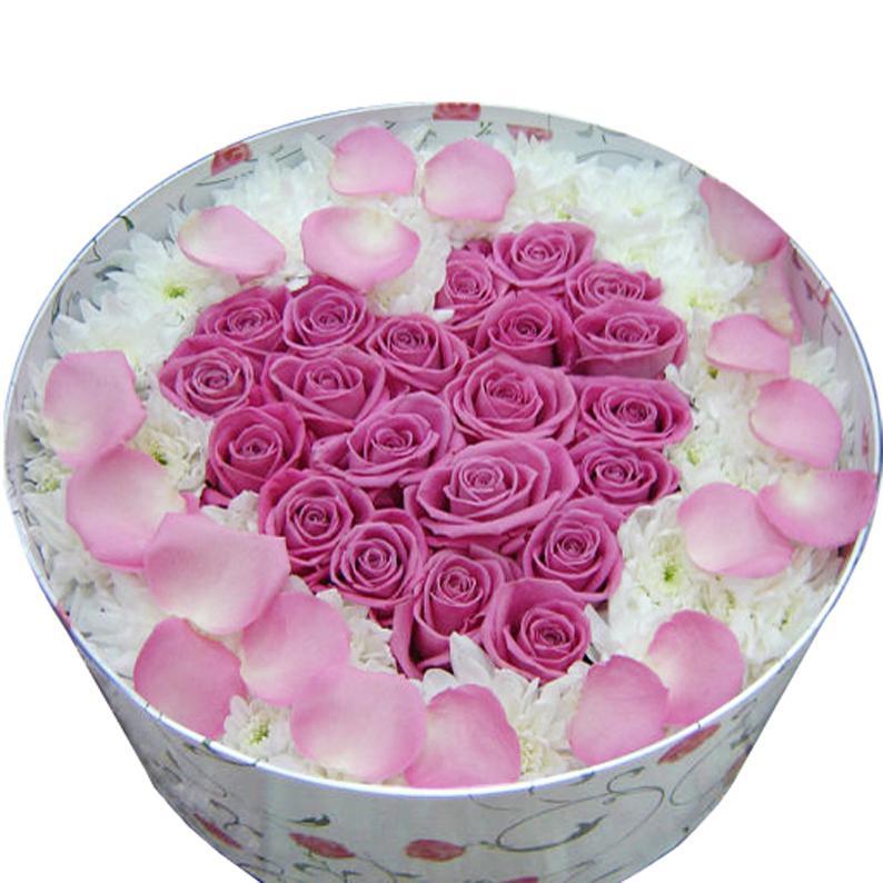 Сердце из цветов в коробке